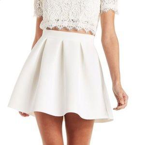 NWT Short cream skirt wavy